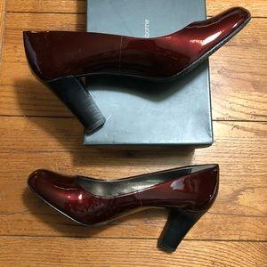 Liz Claiborne Burgundy Patent Heels - New - Sz 10M